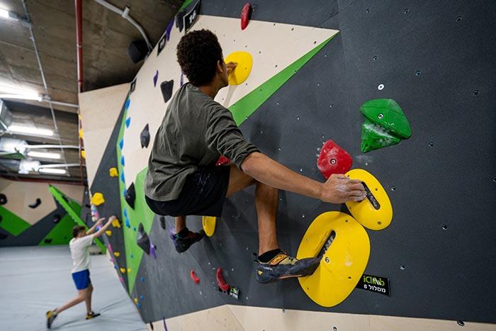 Wall-climbing-branch-of-Herzliya-700-16